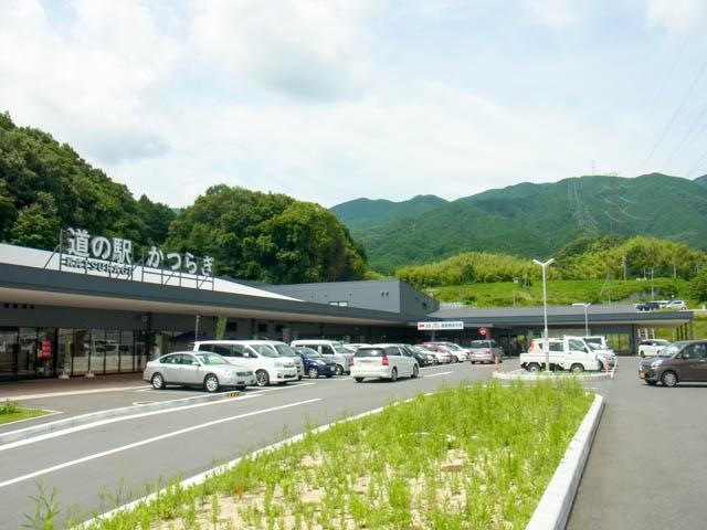 施設前駐車場